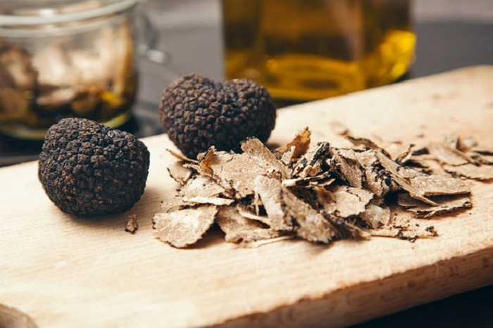 difference between white and black truffle oil battersby 2