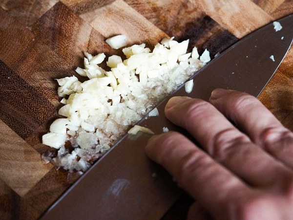 how to mince garlic battersby 6